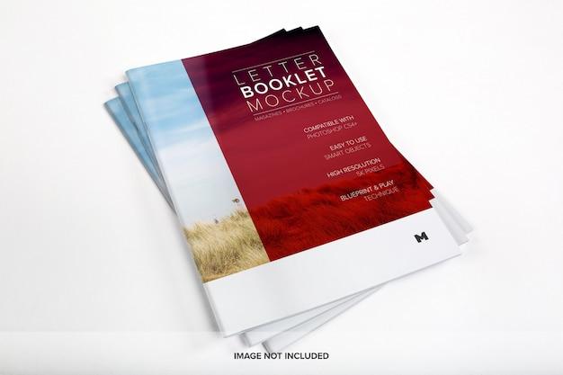 Mockup di copertina pila di libretti di lettere