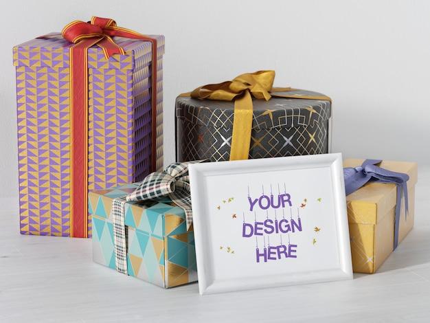 Mockup di cornice di festa con scatole regalo e nastro