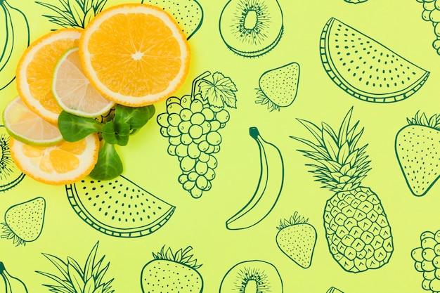 Mockup di estate piatta laici con copyspace e fette d'arancia