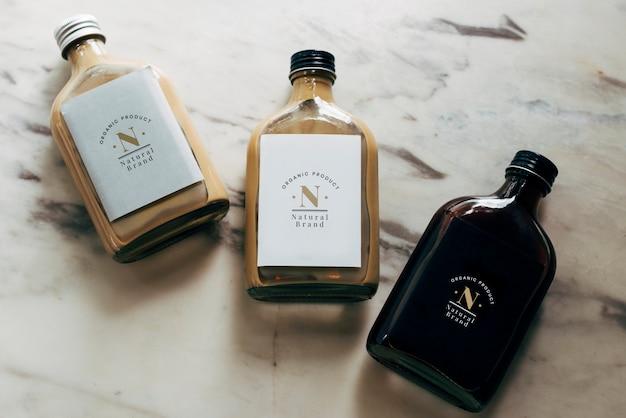 Mockup di etichette per bottiglie liquide