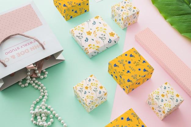 Mockup di imballaggio creativo con il concetto di gioielli