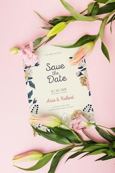 Mockup di invito a nozze floreali