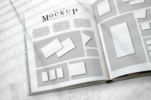 Mockup di layout della rivista sul pavimento