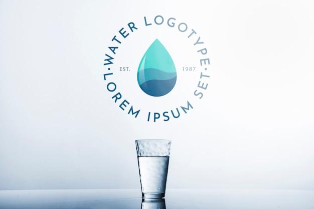 Mockup di logo di acqua su copyspace