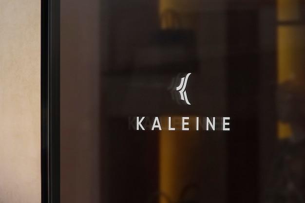 Mockup di logo di segno di finestra di abbigliamento di lusso
