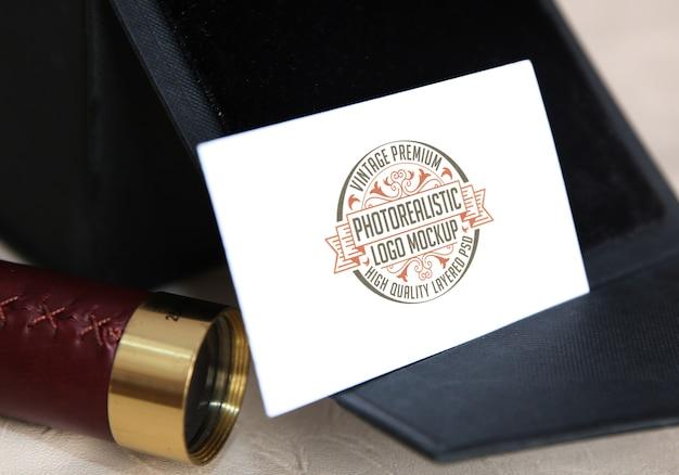 Mockup di logo fotorealistico premium vintage - file psd di mock-up di logotype stratificato di alta qualità