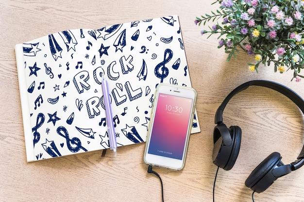 Mockup di musica con cuffie e smartphone