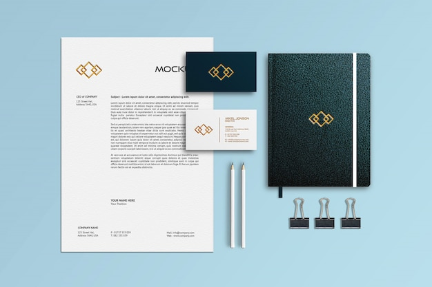 Mockup di notebook, carta intestata e biglietti da visita