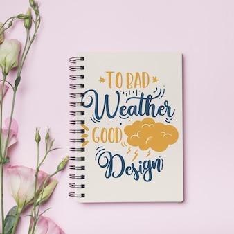 Mockup di notebook con il concetto floreale