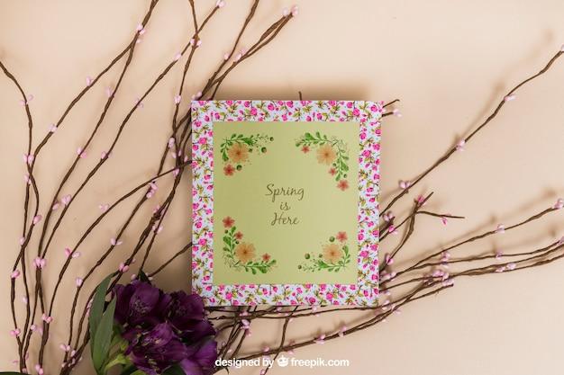 Mockup di primavera con cornice floreale