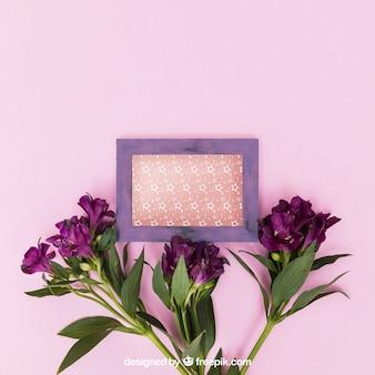 Mockup di primavera con cornice viola
