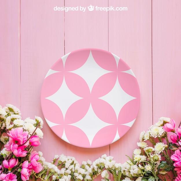 Mockup di primavera con piatto rosa