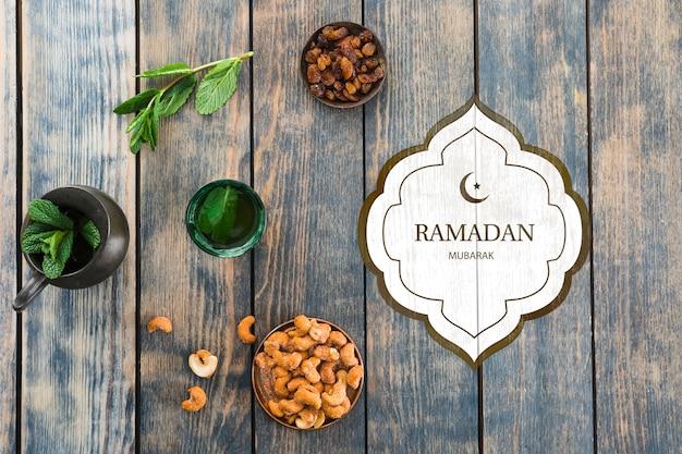 Mockup di ramadan piatto laici per logo