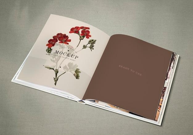Mockup di rivista floreale con spazio vuoto