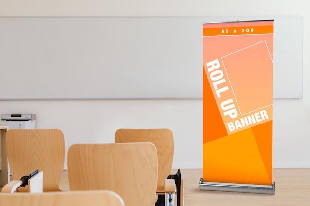 Mockup di rollup nella presentazione in classe