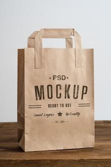 Mockup di sacchetto di carta marrone