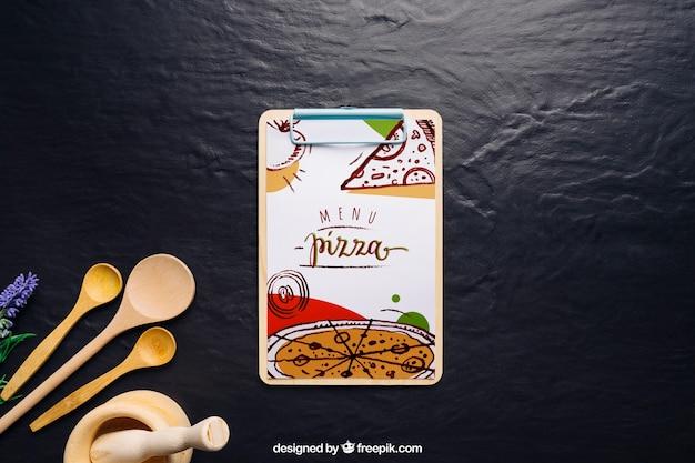 Mockup di scheda di clip con design di pizza