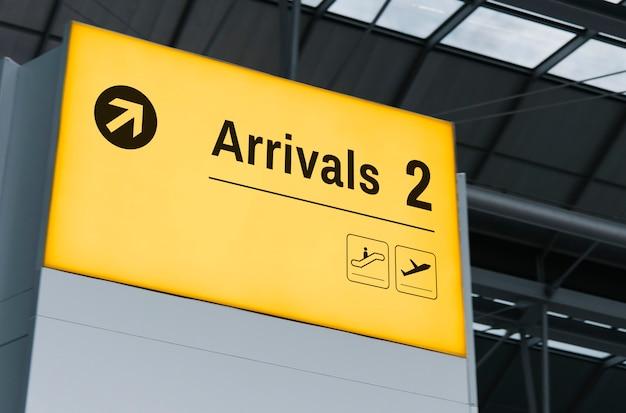 Mockup di schermo di annuncio all'aeroporto