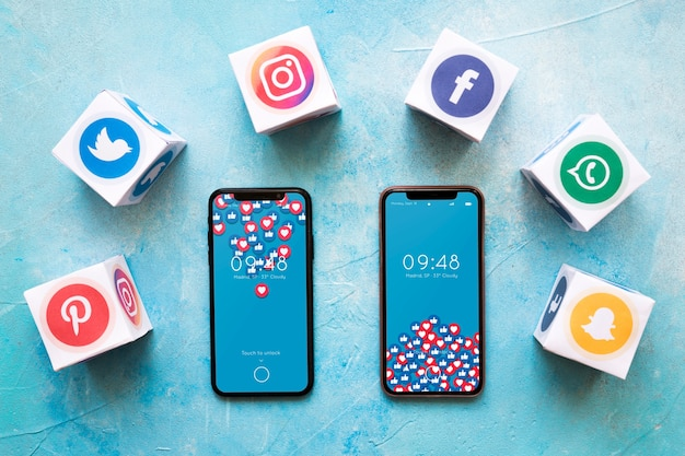 Mockup di smartphone con il concetto di social media