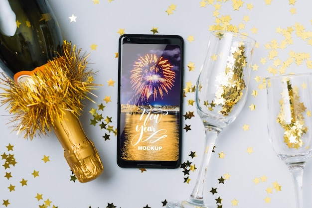Mockup di smartphone con la decorazione del nuovo anno