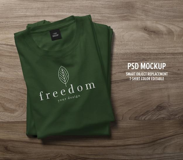 Mockup di t-shirt realistica piegata