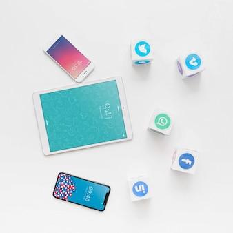 Mockup di tablet con il concetto di social network