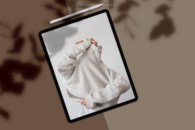 Mockup di tablet con sovrapposizione di ombre