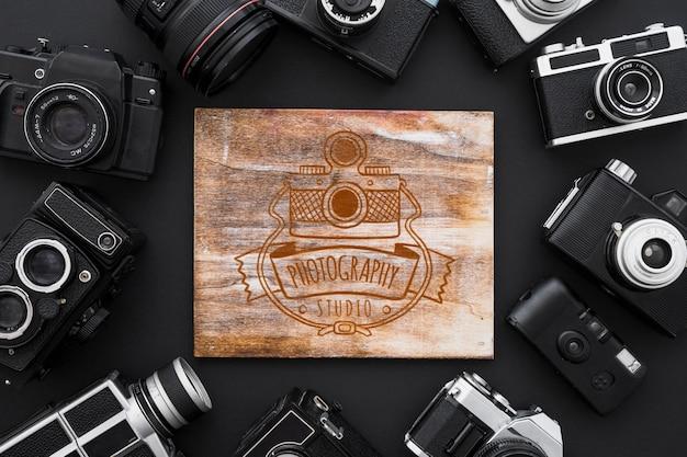 Mockup di tavola di legno con il concetto di fotografia