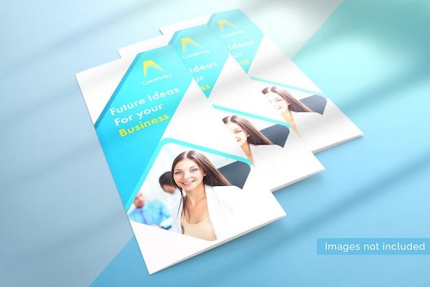 Mockup di tre brochure a tre ante chiuse