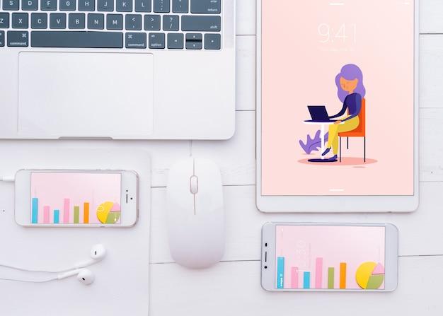Mockup di vari dispositivi con creatività o concetto di spazio di lavoro