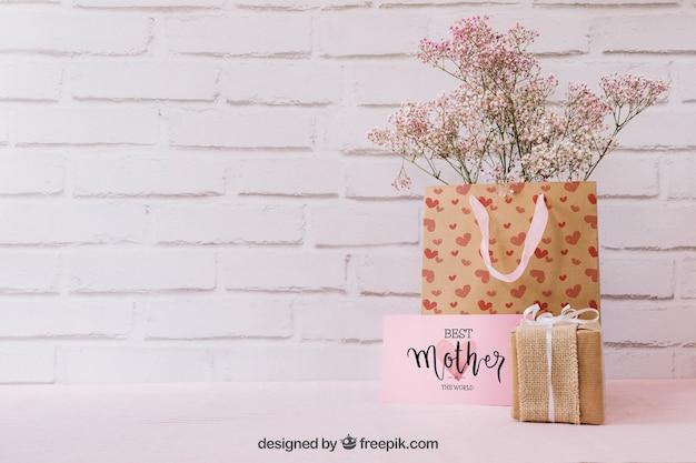 Mockup para el día de la madre con regalos y copyspace