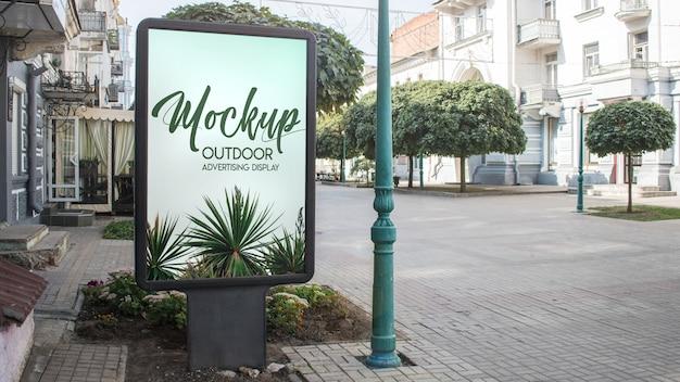 Mockup display pubblicità esterna
