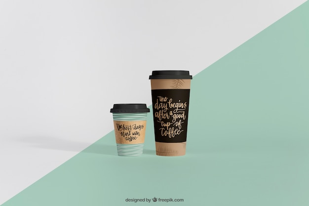 Mockup de dos vasos de café de diferentes tamaños