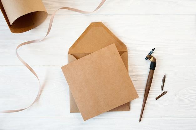 Mockup-envelop met een brief