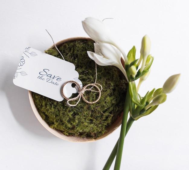 Mockup de etiqueta de invitación de boda en cuenco