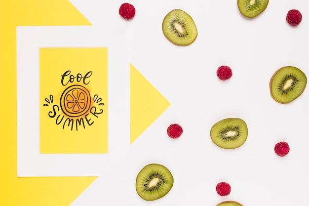 Mockup flat lay de marco con frutas de verano