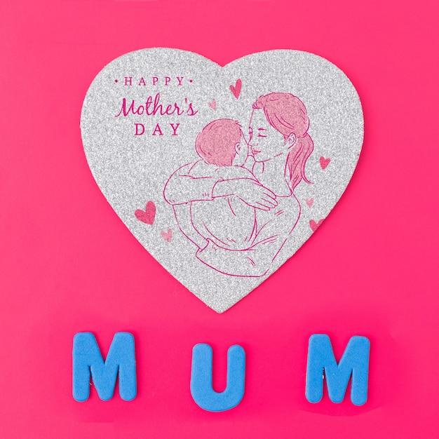 Mockup flat lay de tarjeta en forma de corazón para el día de la madre
