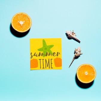 Mockup flat lay de tarjeta de papel con elementos de verano
