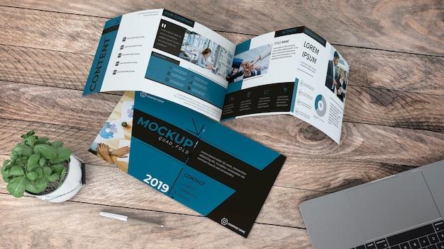 Mockup de folleto cuádruple