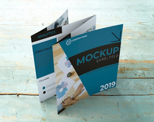 Mockup de folleto cuádruple