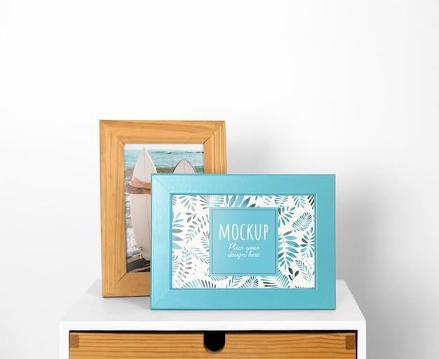 Mockup-frames op tafel