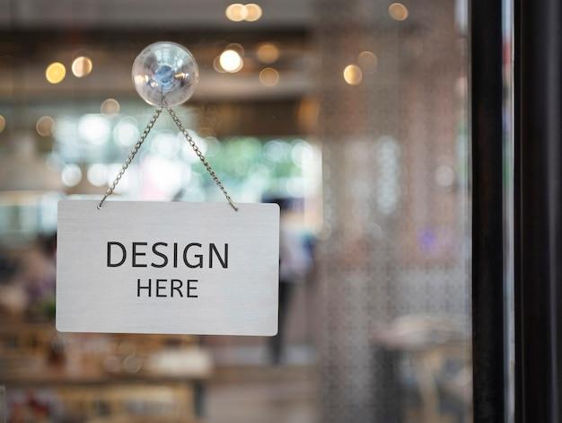Mockup il design qui entra in un negozio, ristorante, negozio, ufficio o altro