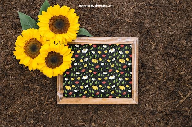 Mockup de jardinería con pizarra y girasoles