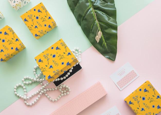 Mockup de joyería y packaging