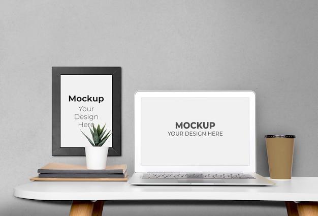 Mockup laptop computerscherm en afbeeldingsframe