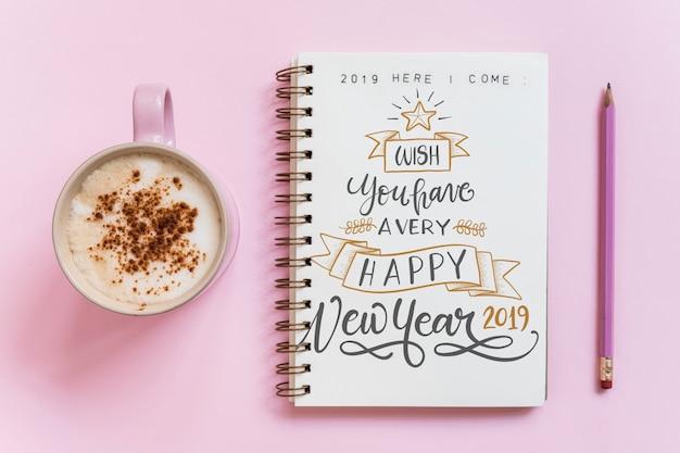 Mockup de libreta con concepto de año nuevo