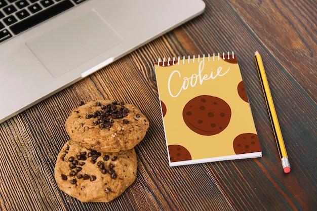 Mockup de libreta con concepto de cookies
