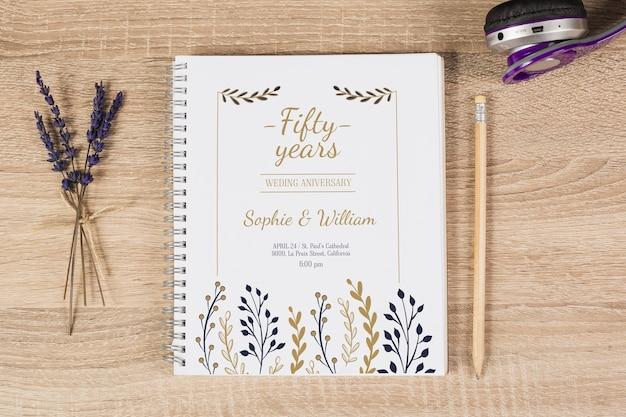 Mockup de libreta con concepto floral