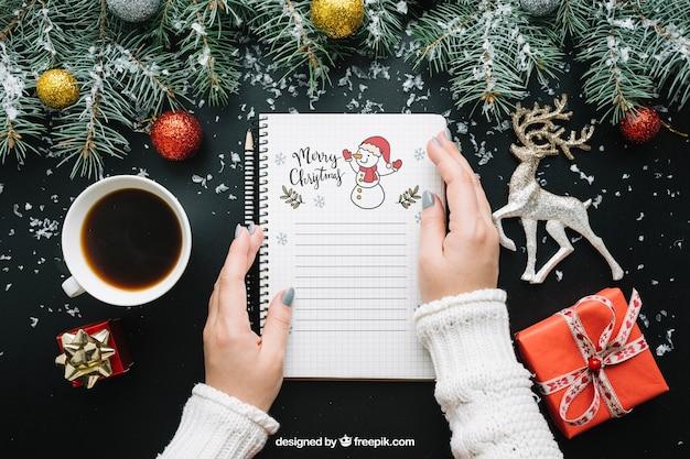 Mockup libreta con diseño de navidad