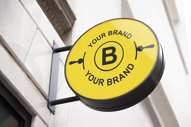 Mockup para logotipo o imagen corporativa en el frontal de tienda